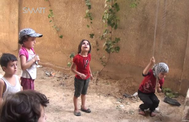 Syrian-CHILDREN-show-tyrant-their-defiance